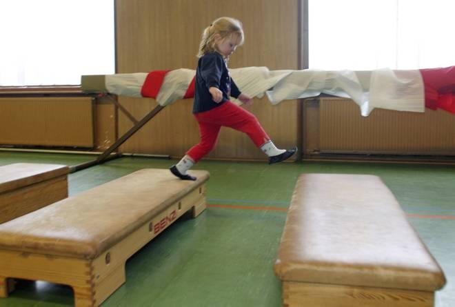 Zum Turnen können Kinder schon ab ein bis drei Jahren