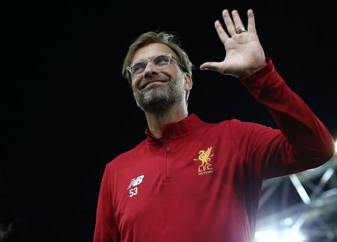 Jürgen Klopp hat allen Grund zum Feiern. Mit Liverpool gewinnt er 2019 die Champions League, jetzt führt er souverän die Premier League an. Lohn für all seine Erfolge ist eine vorzeitige Vertragsverlängerung bis 2024