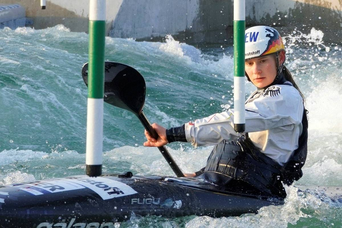 Nach Ricarda Funk sichert sich auch Elena Apel Gold bei der Weltmeisterschaft in Bratislava - und das trotz einer Stangenberührung.
