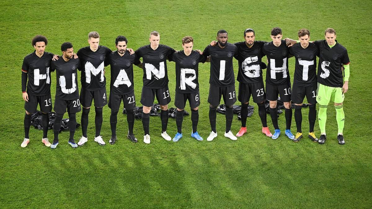 Die deutsche Nationalmannschaft im Frühjahr vor dem Spiel gegen Island: Zeichen gegen Menschenrechtsverletzungen