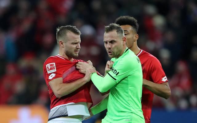 Videobeweis: DFB will Ex-Profis zur Unterstützung einsetzen, 1. FSV Mainz 05 v Hannover 96 - Bundesliga