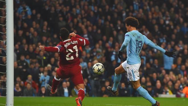 Leroy Sane (r.) erzielte für Manchester City gegen den FC Liverpool ein eigentlich reguläres Tor