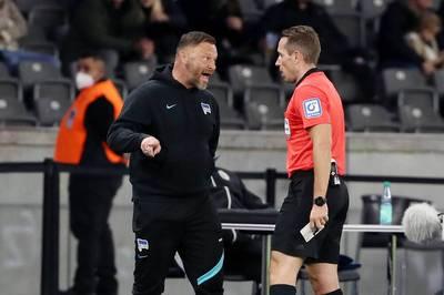 Ein Neuzugang bewahrt Hertha BSC gegen die SpVgg Greuther Fürth vor dem nächsten peinlichen Patzer. Trainer Pál Dárdai legt sich mit dem Schiedsrichter an.