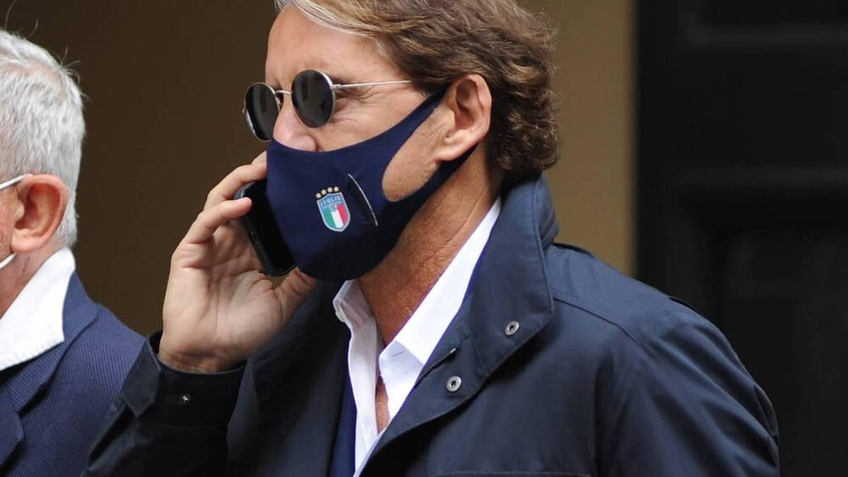 Italiens Nationaltrainer Roberto Mancini soll bis 2026 Coach der Azzurri bleiben.