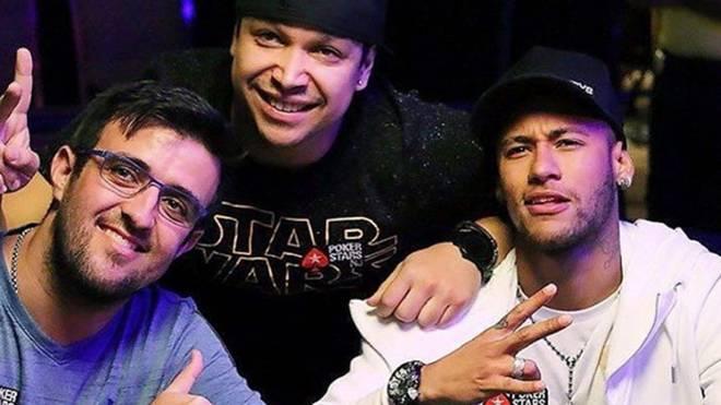 Neymar (r.) ist leidenschaftlicher Pokerspieler