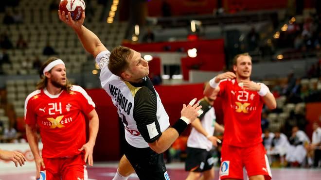 Steffen Weinhold (M.) fürs DHB-Team gegen Dänemark