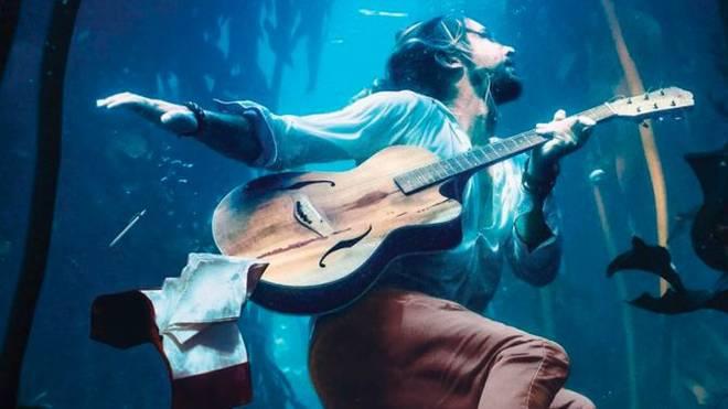 Macht Welle: Jeremy Loops mit Surfmusik zurück in Deutschland