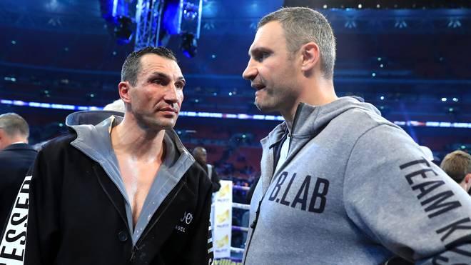 Vitali Klitschko (r.) stand bei Fight seines Bruders gegen Joshua in der Ringecke