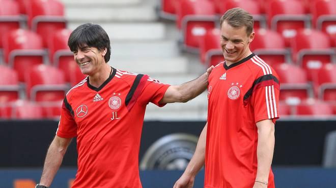 Manuel Neuer (r.) schwärmt von Joachim Löw
