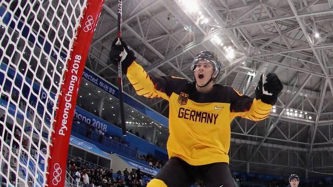 Leonhard Pföderl gewann mit dem DEB-Team 2018 die Silbermedaille bei Olympia
