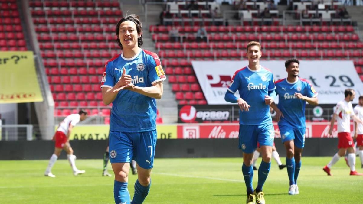Lee Jae-Sung von Holstein Kiel erzielt in Regensburg das erste Tor nach der Corona-Pause