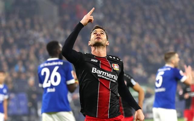 Lucas Alario soll laut Trainer Peter Bosz bei Bayer Leverkusen bleiben