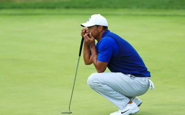 Tiger Woods liegt deutlich hinter dem führenden Brooks Koepka zurück