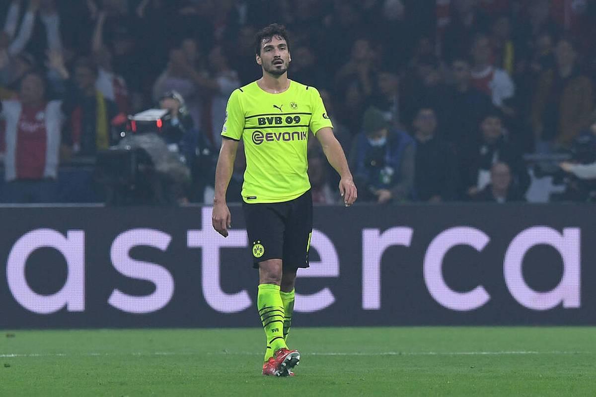 Beim 0:4 in Amsterdam wird deutlich, dass Mats Hummels eigentlich eine Pause braucht und in der Form keine große Hilfe ist. Doch wann soll er die Pause kriegen? Das BVB-Dilemma um Hummels.