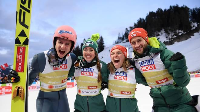 FIS Nordic World Ski Championships - Mixed Team Ski Jumping HS109 Karl Geiger, Katharina Althaus, Markus Eisenbichler und Juliane Seyfarth feiern ihren Triumph im Team-Mixed