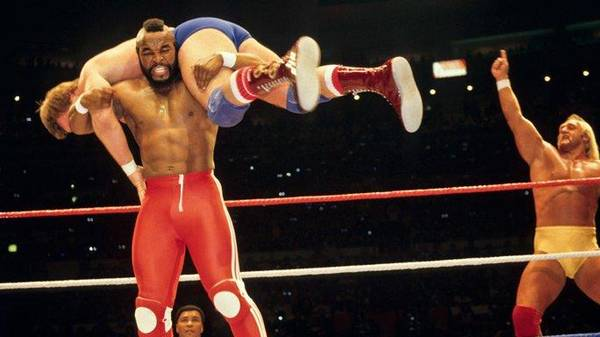 "WRESTLEMANIA I: Hulk Hogan & Mr. T besiegen ""Rowdy"" Roddy Piper & Paul Orndorff"