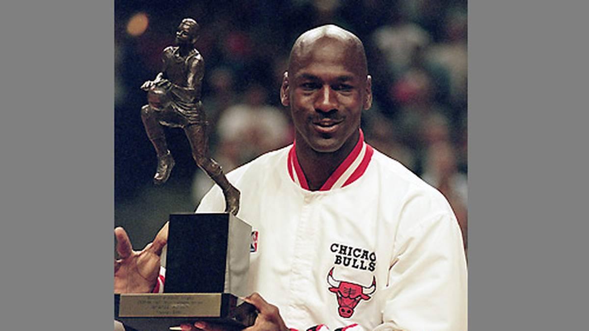 1998 gewinnt Jordan seinen fünften und letzten MVP-Titel und wird zum MVP des All-Star Games gewählt.