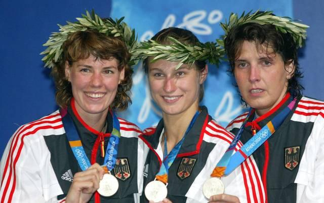 Fechten: Olympische Spiele Athen 2004... Britta Heidemann (m.), Claudia Bokel (l.) und Imke Duplitzer (r.) gewinnen Silber in der Mannnschaft bei den Olympischen Spielen 2004 in Athen