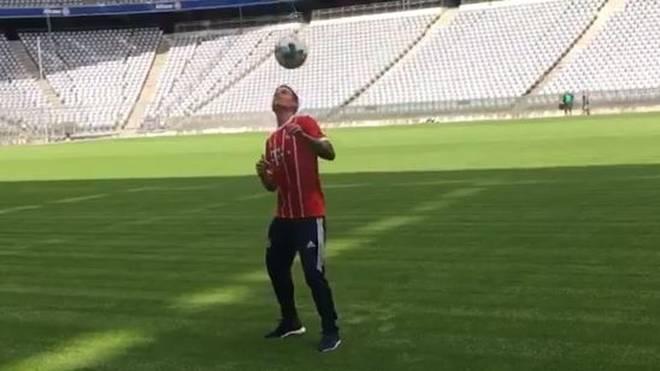 James Rodriguez präsentiert sich bei seinem neuen Arbeitgeber FC Bayern