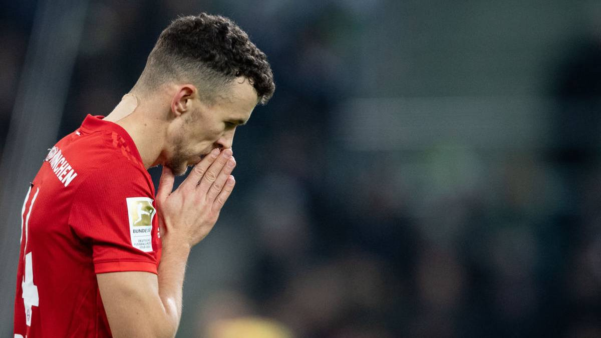 MOENCHENGLADBACH, GERMANY - DECEMBER 07: Ivan Perisic of Muenchen  looks dejected during the Bundesliga match between Borussia Moenchengladbach and FC Bayern Muenchen at Borussia-Park on December 07, 2019 in Moenchengladbach, Germany. (Photo by Frederic Scheidemann/Bongarts/Getty Images)