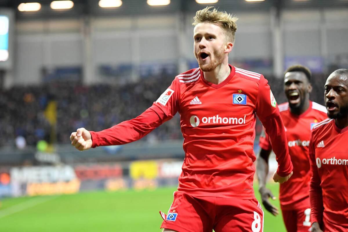 Manchester City freut sich mit dem Hamburger SV über einen fantastischen Sieg-Treffer in der letzten Minute.