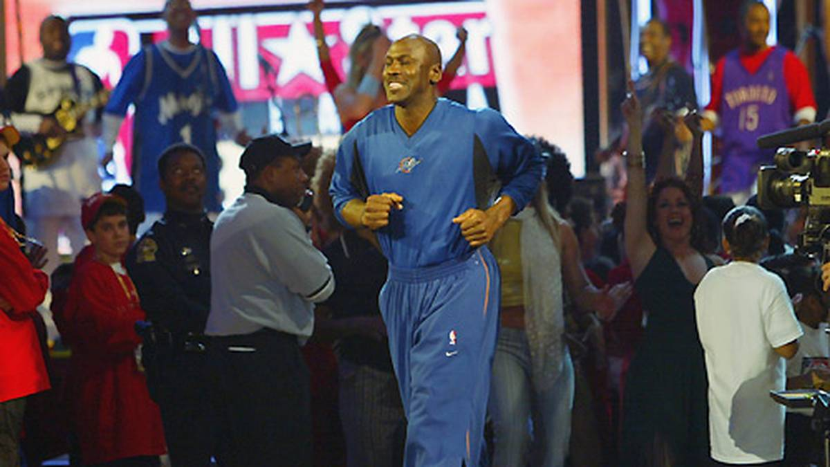 2003 stellt er mit seiner 14. Teilnahme am All-Star Game den NBA-Rekord auf, den später erst Kobe Bryant bricht.