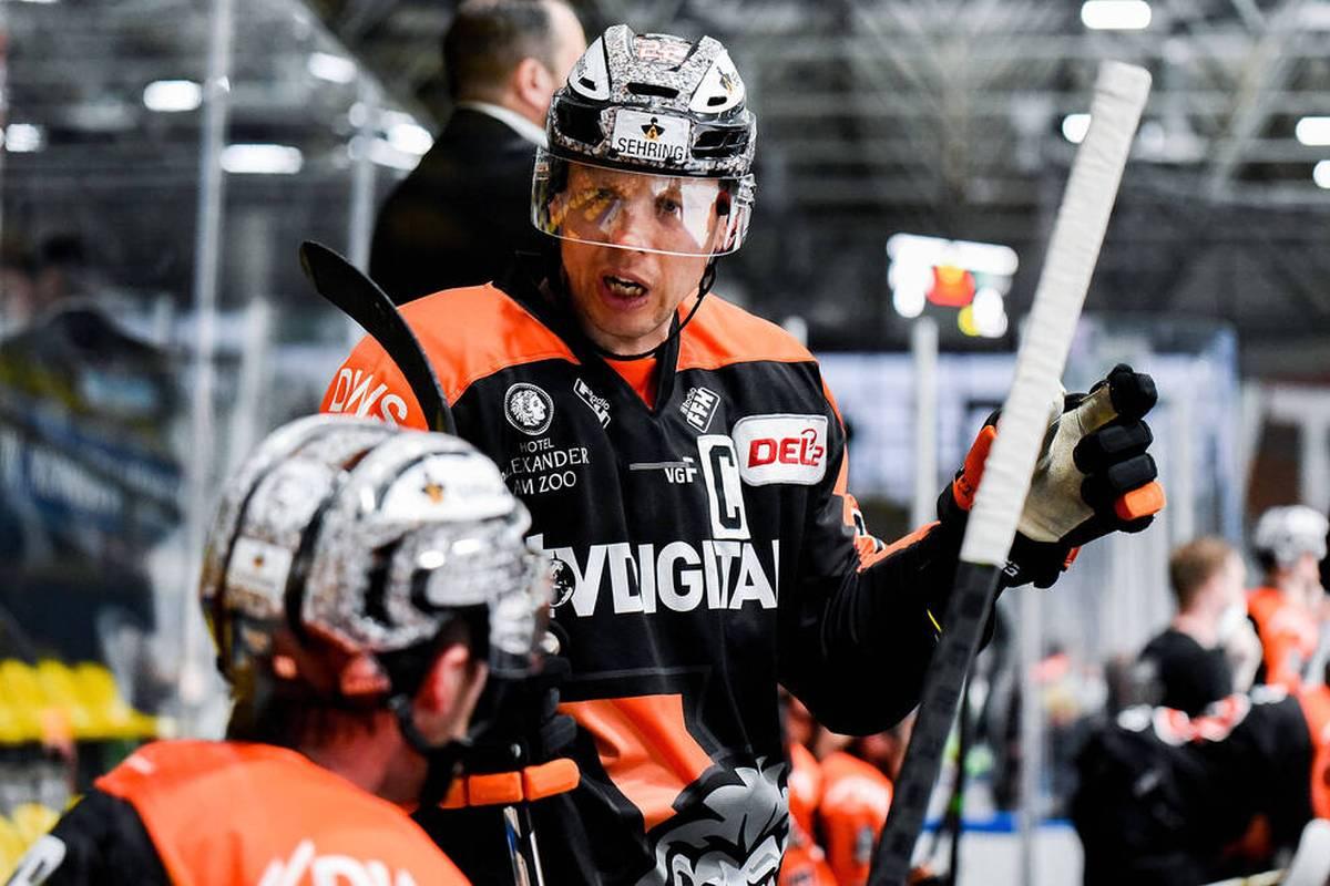 Die Krefeld Pinguine aus der Deutschen Eishockey Liga (DEL) haben den früheren Nationalspieler Eduard Lewandowski (41) verpflichtet.