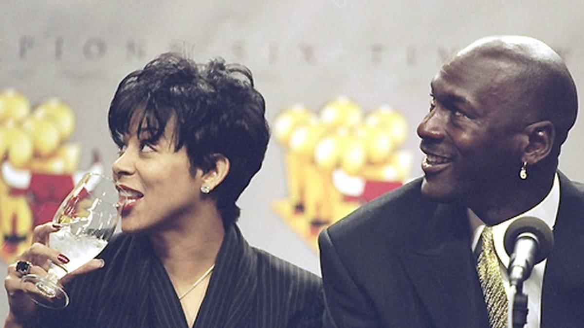 2006 lässt er sich von Juanita scheiden. Jordan gesteht ihr 168 Millionen Dollar zu. Es ist der größte Vergleich im Zuge einer Berühmtheiten-Scheidung.
