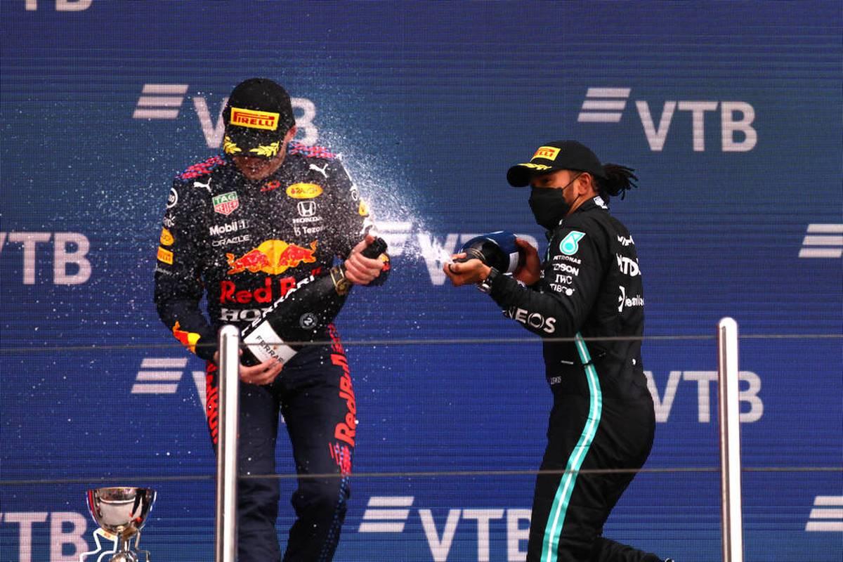 Lewis Hamilton feiert im Regen von Sotschi seinen 100. Rennsieg in der Formel 1. Die Medien überschütten den Briten mit Lob. SPORT1 zeigt die Pressestimmen.