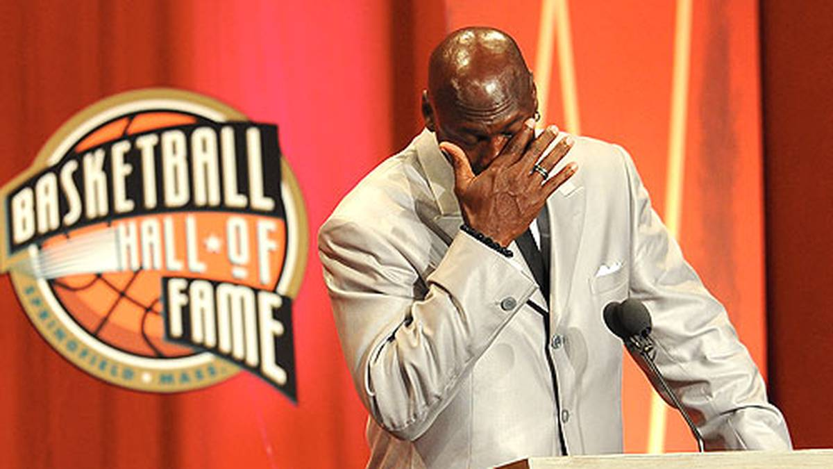 """Er kann sich auch nach Jahren nur schwer vom Spiel lösen und liefert eine denkwürdige Abrechnung mit Weggefährten. Er schließt mit einer nicht ganz ernstgemeinten Ankündigung: """"Ihr solltet nicht überrascht sein, wenn ihr mich mit 50 Jahren noch einmal in der NBA seht."""" Seine Ankündigung machte der inzwischen 56-Jährige allerdings nicht wahr."""