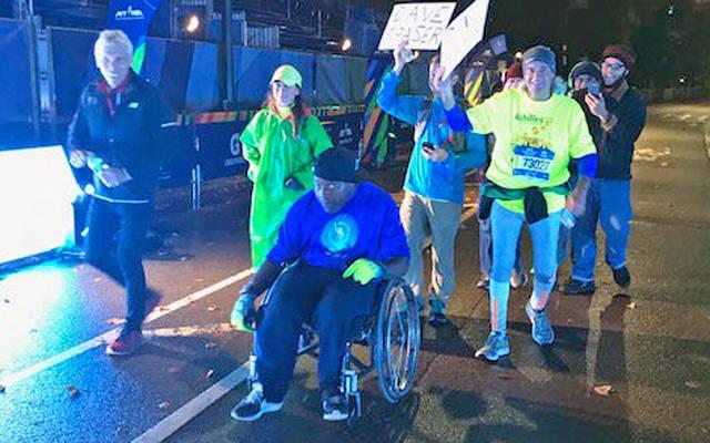 David Fraser kommt beim New York Marathon ins Ziel