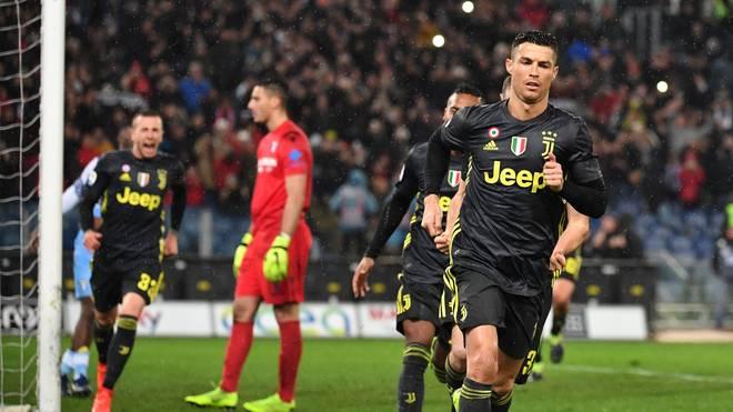 Cristiano Ronaldo (v.) traf bei Lazio Rom kurz vor Schluss zum 2:1-Sieg für Juventus