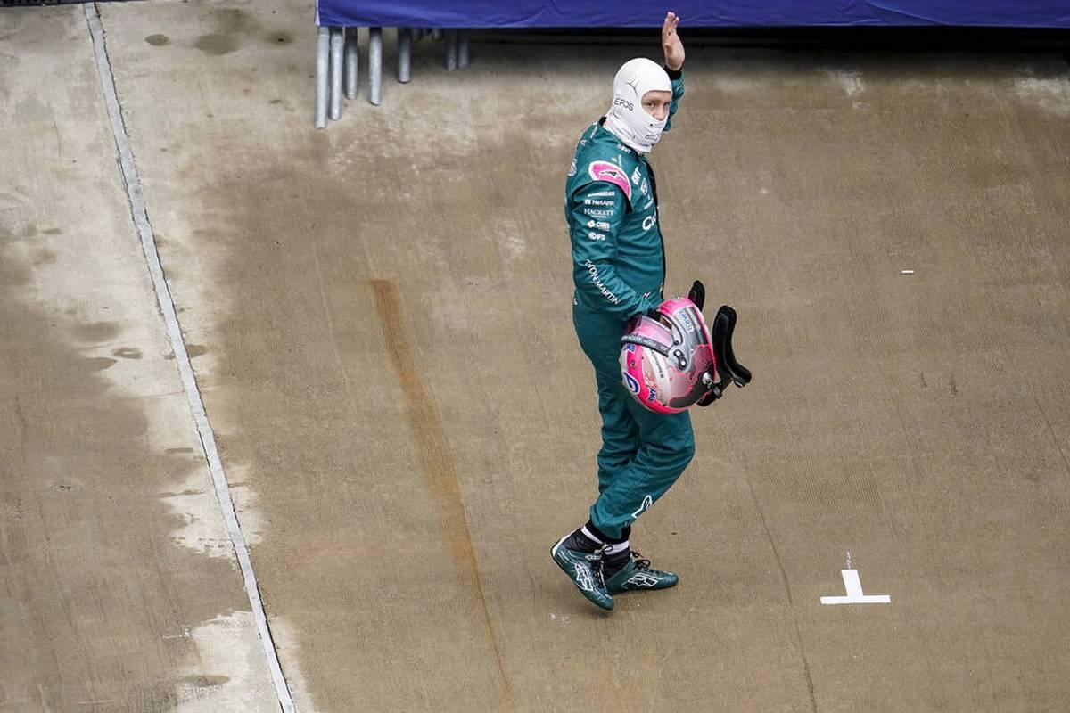 Nach dem Qualifying in Sotschi hadert Sebastian Vettel mit einer verpassten Chance. Lewis Hamilton spricht über seinen Fahrfehler. Überraschungsmann George Russell gibt sich angriffslustig. Die Stimmen.