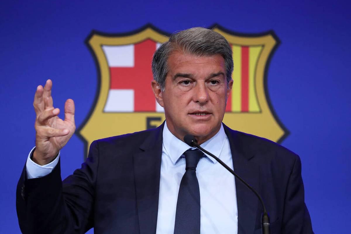 Ronald Koeman gibt zwei Tage nach dem enttäuschenden 1:1 des FC Barcelona gegen Granada eine bizarre Pressekonferenz. Klub-Präsident Laporta reagiert.