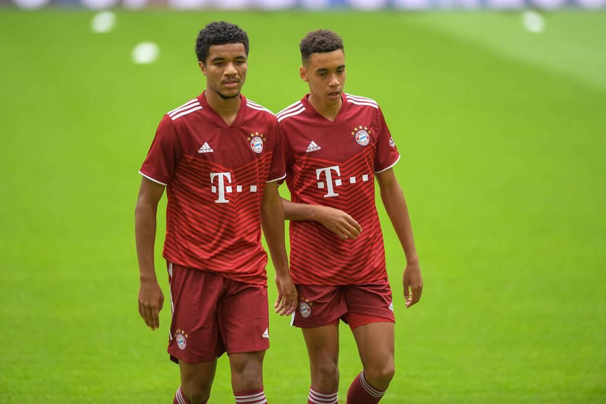 Der FC Bayern bindet zwei Eigengewächse: Ersatzkeeper Christian Früchtl verlängert bis 2023, Stürmer Malik Tillman erhält einen Profivertrag bis 2024.
