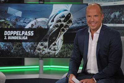 Im Doppelpass 2. Bundesliga diskutiert SPORT1-Moderator Hartwig Thöne mit seinen Gästen die heißesten Themen rund um die hochkarätige Zweite Liga.