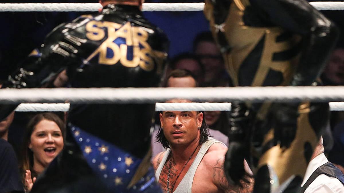 Cody Rhodes (links vorn) legte sich 2014 bei WWE als Stardust mit Tim Wiese an
