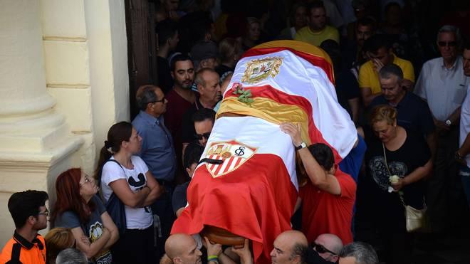 Nach Autounfall: Verunglückter Jose Antonio Reyes in Spanien beigesetzt, Jose Antonio Reyes starb am Samstag nach einem Autounfall