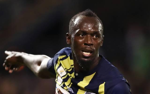 Usain Bolt steht vor der Unterschrift bei den Central Coast Mariners