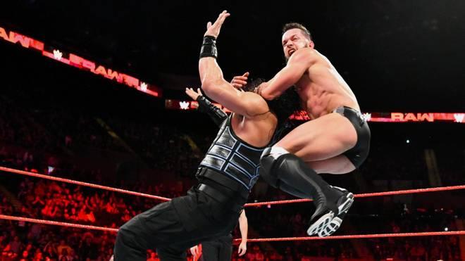 Roman Reigns (l.) und Finn Balor kämpften bei WWE Monday Night RAW um einen Platz im Money-in-the-Bank-Match