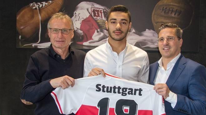 Ozan Kabak unterschreibt beim VfB Stuttgart einen Vertrag bis 2024