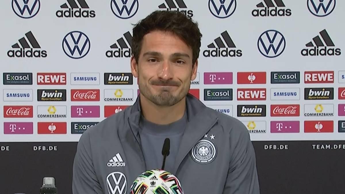 Am Vortag crashte Mats Hummels noch die Pressekonferenz von Thomas Müller. Nun verrät der Verteidiger, was dahinter steckte.
