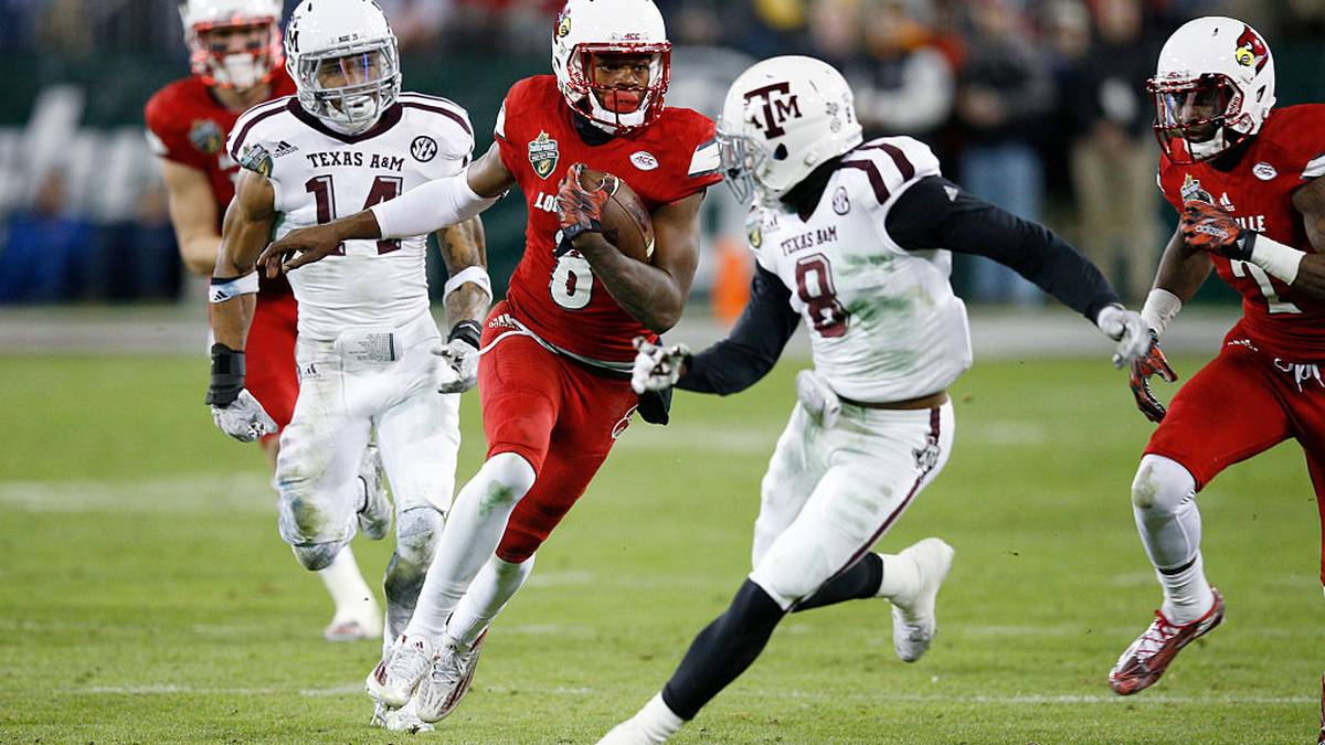 Lamar Jackson #8 of the Louisville Cardinals runs the ball against the Texas A&M Aggies in the second half of the Franklin American Mortgage Music City Bowl
