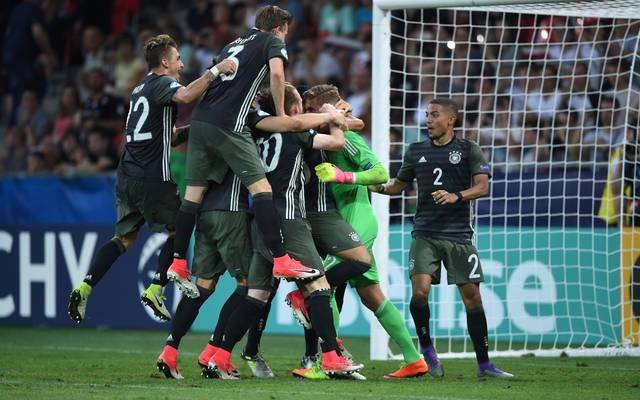 Die deutsche Mannschaft feiert den Einzug ins EM-Finale