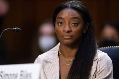 Ein US-Quartett um Kunstturn-Star Star Simone Biles erhebt vor dem Senat Anschuldigungen auch gegen das FBI. Es geht um Vorwürfe sexuellen Missbrauchs.