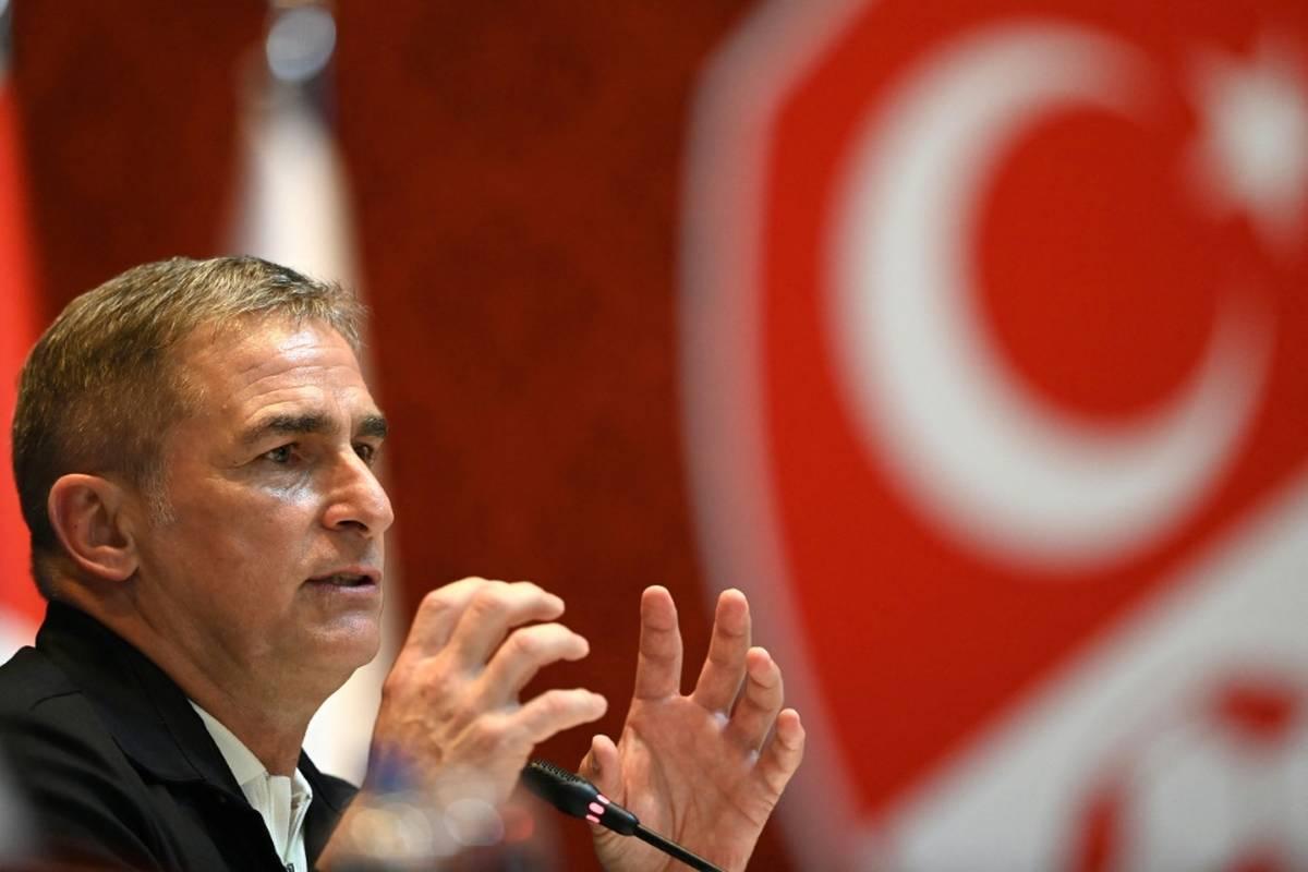 Die heimischen Medien freuen sich auf Stefan Kuntz als türkischen Nationaltrainer. Es gibt aber auch eine unverblümte Forderung.