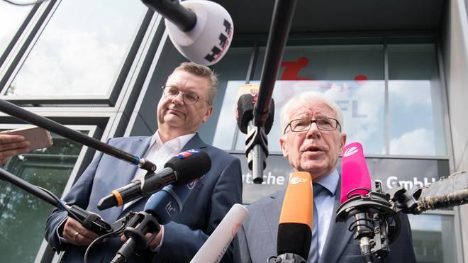 Reinhard Grindel (l.) und Reinhard Rauball übten sich nach dem Krisengipfel im Schulterschluss