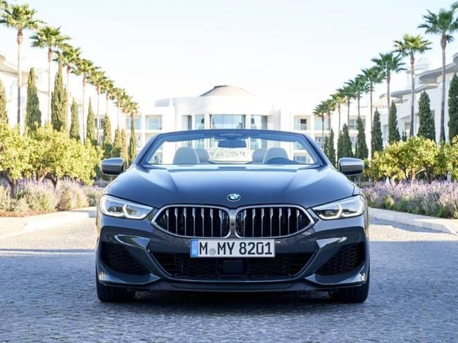 So viel Leistung und Luxus hat beim 8er Cabrio seinen Preis. Der BMW M850i kostet stolze 133.700 Euro