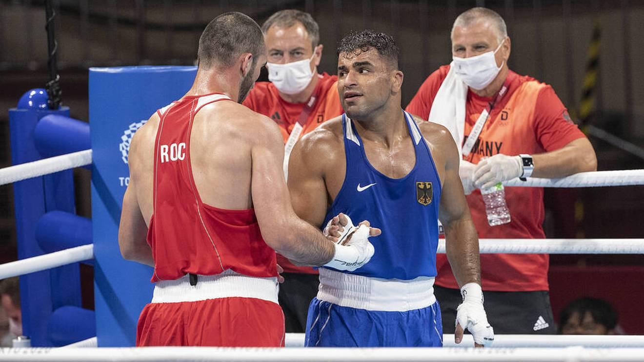 Boxer Ammar Riad Abduljabbar (blaues Outfit) scheiterte bei Olympia in Tokio im Schwergewicht erst im Viertelfinale