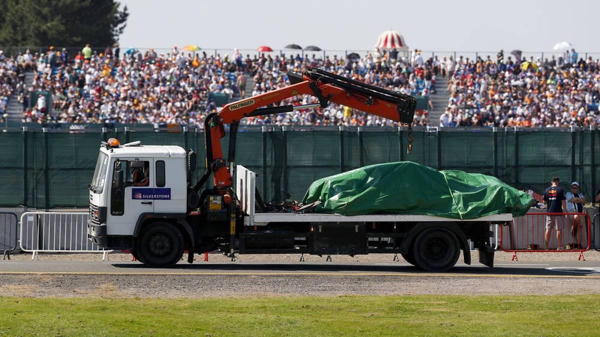 Nach dem Silverstone-GP musste der Bolide von Max Verstappen schwer beschädigt abtransportiert werden